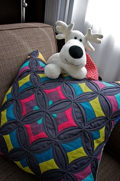 Holiday Swap | Mudmuffins and Woogiemonsters | cathedral window pillow
