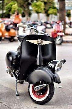 Vespa Black Perl – the scooter rider Moto Vespa, Vespa 300, Vespa Bike, Scooter Motorcycle, Vespa Scooters, Bicycle, Piaggio Scooter, Ducati, Side Car
