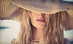 i know how im doing my hair this summer (: blond with feathers(: and floppy hat!