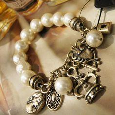 I want it, I want it, I want it.... 2013 New Retro the Crowne Key Small Lock Pendant Pearl Elastic Bracelet - DualShine