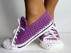 You won't be able to wait to make these Crochet Sock Slippers! We've included lots of Free Patterns plus Knitted versions and Crochet Converse Slipper Free PaHere you can find photos and illustrations for patterns: Quick and Easy crochet pattern - shoes ( Crochet Boots, Crochet Clothes, Crochet Baby, Free Crochet, Knit Crochet, Slippers Crochet, Crochet Jacket, Crochet Shark, Beginner Crochet