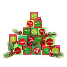 24 Adventskalender Kisten - zum selber befüllen - mit 24 Zahlenaufklebern - mit rot-grünen Kisten - von Papierdrachen Advent Calendar, Holiday Decor, Home Decor, Original Gifts, Crates, Cardboard Paper, Gift For Boyfriend, Decals, Red