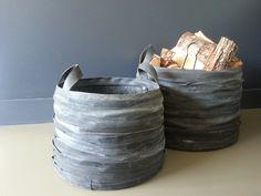 'stoere manden van recycled rubber bij de open haard:nu verkrijgbaar bij mymoodz'