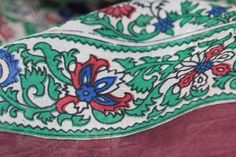 Carré en soie Shangri la, un foulard de forme carré chic. Square silk scarf for woman or men. Princesse foulard.com
