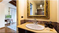 Mediterrán stílus - akit egyszer már megigézett a napsütötte mediterrán ... Bár a divat az építészetben és a lakberendezésben is folyamatosan változik, ... Fürdőkád és zuhanyfülke egymás mellett kiépítve, márvány fürdőszoba burkolat. - Luxuslakások Sweet Home, Mirror, Bathroom, Furniture, Home Decor, Washroom, Decoration Home, House Beautiful, Room Decor