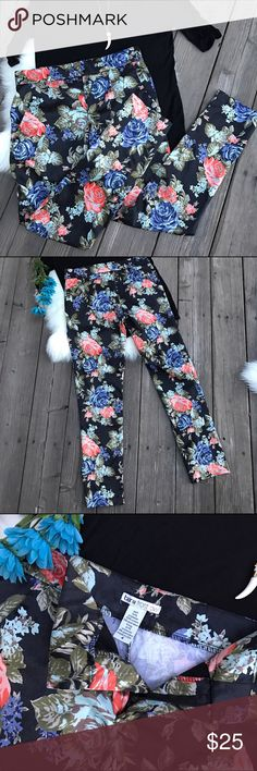Bar III Front Row🌸Floral Pants! Sz 4 Bar III🌸Floral Pants! •Skinny ankle pants •Pretty floral design •Matches great with any black top! •Good preloved condition Bar III Pants Trousers