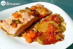 Salmón al horno con verduras (Baked salmon with vegetables) Fish Recipes, Mexican Food Recipes, Real Food Recipes, Cooking Recipes, Ethnic Recipes, Baked Salmon, Fish And Seafood, Food Hacks, Tapas