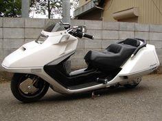 Please help! Vespa Motorbike, Japanese Motorcycle, Motor Scooters, Mini Bike, Cars And Motorcycles, Motorbikes, Honda, Classic Cars, Vehicles
