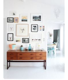 Gallery wall inspiration: mix and match art. Are you looking for unique art photo prints (not the ones featured in this pin) to create your gallery walls? Inspiration Wand, Interior Inspiration, Design Inspiration, Living Room Decor, Living Spaces, Living Rooms, Decor Room, Home And Deco, My New Room