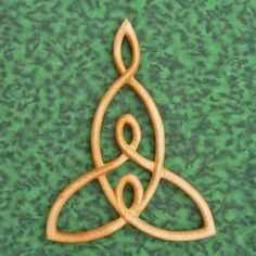 This would be a lovely tatoo.Mother and Child Knot -Wood Carved Celtic Knot Mothers Love -Nurturing Motherhood Mother Daughter Tattoos, Tattoos For Daughters, Mother Daughter Celtic Knot, Mother Art, Mother And Child, 3rd Child, Mother Nature, Mutterschaft Tattoos, Wing Tattoos