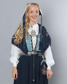 Sjekk utvalg og priser hos Embla bunader i Stavanger Folk Costume, Costumes, Textiles, Stavanger, Cute Designs, Traditional Dresses, Norway, Frozen, Beautiful Women