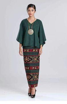 Outfit idea for next week - ChicLadies. Batik Fashion, Ethnic Fashion, Hijab Fashion, African Fashion, Fashion Dresses, Kebaya Hijab, Kebaya Dress, Batik Kebaya, Blouse Batik