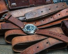 Vintage Swiss ammo watch band, thickness 4 mm, made of army belts, dates back to Big Ben Tattoo, Big Ben London, Black Leather Watch, Leather Watch Bands, Cuir Vintage, Vintage Leather, Smooth Leather, Tan Leather, Bracelet Cuir