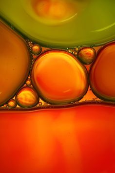 Oil on water photography by Sharon Johnstone, she shares some tips on how to create your own beautiful images. can't wait to play Water Photography, Abstract Photography, Macro Photography, Oil Water, Water Art, Fractal Art, Fractals, Portfolio Pictures, Macro Pictures