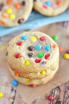 These Soft-Baked M&M Cookies are super soft and chewy, and taste just like the ones you get from the bakery! | cookie recipes | M&M cookies | chewy cookies | favorite cookie recipes | homemade cookies || Kitchen Meets Girl