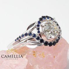 Witgoud natuurlijke diamanten verlovingsring door CamelliaJewelry