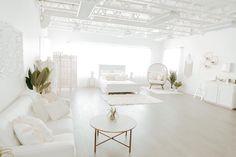 Photography Studio Setup, Deco Studio, Natural Light Photography, Diy Photo, Photo Studio, Photo Props, Oversized Mirror, Furniture, Studio Tours