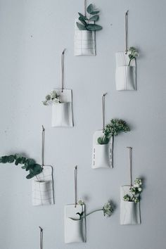 30 Modern and Elegant Vertical Wall Planter Pots Ideas | House & Garden DIY