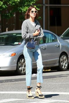 Alexa Chung Shows A Low-Key Way To Wear Espadrille Wedges Mehr