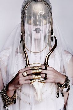 Sampedro accesories by Rocio Cuenca #fashion #editorial #portrait #veil #gold#Avant Garde