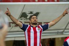 JAIR PEREIRA, EL COMANDANTE DE LAS CHIVAS El zaguero asume el rol como nuevo capitán del rebaño y asegura que dejará todo en la cancha para salir con la victoria esta noche en el Clásico Nacional contra América.