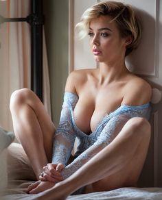 Boudoir photo shoot pose idea, beautiful lace top and open shoulders