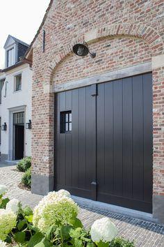 Beautiful sleek garage doors with a window- Mooie strakke garagedeuren voorzien - House, Garden Architecture, House Exterior, Garage Doors, Floor Remodel, Beautiful Homes, Edwardian House, Exterior Remodel, Doors