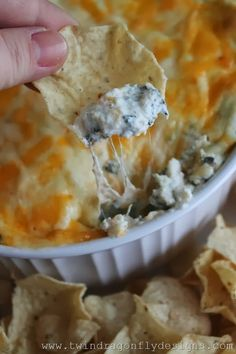 Four Ingredient Baked Spinach Dip An easy appetizer recipe that only requires four ingredients. This baked spinach dip recipe is perfect for your next holiday party or gathering. - Four Ingredient Baked Spinach Dip Recipe Easy Appetizer Recipes, Appetizer Dips, Yummy Appetizers, Appetizers For Party, Baked Dip Recipes, Easy Appies, Easy Dip Recipes, Simple Appetizers, Vegetarian Appetizers