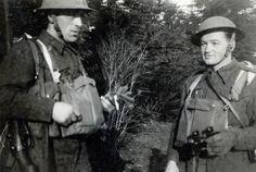 Staff Sergeant Jan Kubiš (right) and Sgt Václav Málek during brigade exercises near Moreton Paddox (spring