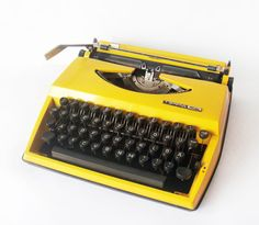 Bright Yellow Triumph Typewriter Tippa Adler - made in Holland - manual retro Typewriter. Want this sooo bad. Retro Typewriter, Antique Typewriter, Mellow Yellow, Bright Yellow, Vintage Typewriters, Lemon Yellow, Shades Of Yellow, Happy Colors, Vintage Love