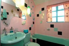 Boomerang mirror in the midcentury bathroom