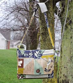 Free Bag Pattern and Tutorial - A little birdie told me Messenger Bag