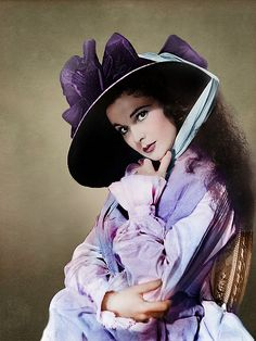 Vivien Leigh as Emma Hamilton in 'That Hamilton Woman', 1941 - Directed by Alexander Korda. Golden Age Of Hollywood, Vintage Hollywood, Hollywood Glamour, Hollywood Stars, Classic Hollywood, Vivien Leigh, Divas, Frederic Malle, Tomorrow Is Another Day