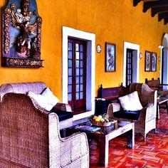 Nuestros sillones son ideales para pasar un rato agradable leyendo o conversando y disfrutando una buena copa de vino. Se antojan?