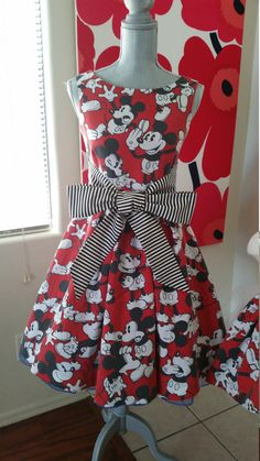 I came across an Etsy store today that has some Disney dresses that are more than perfect for the Disney woman. They are also positively perfect for Spring.