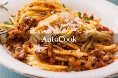 Krämig köttfärsgratäng med spaghetti och osttäcke - Recept - Tasteline.com Spaghetti Bolognese, Cabbage, Beef, Vegetables, Food, Food Portions, Meat, Essen, Cabbages