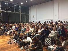Conferencia de Joe Dispenza, autor de 'EL PLACEBO ERES TÚ', en Barcelona. Conference Room, Barcelona, Table, Furniture, Home Decor, Authors, Events, Room Decor, Home Interior Design