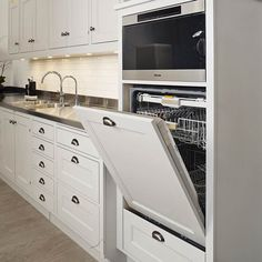 Kitchen appliances Want to get the most out of your kitchen appliances? From clever concealing to perfect positioning, Country Homes & Interiors share their solutions. Rustic Kitchen Design, Outdoor Kitchen Design, Kitchen Layout, Interior Design Kitchen, Basic Kitchen, New Kitchen, Kitchen Ideas, Kitchen Decor, Stylish Kitchen