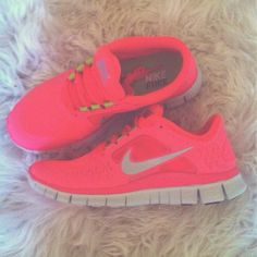 Love the color! I want a pair of Pink Nikes Nike Free Runs so badly! Cheap Sneakers, Nike Shoes Cheap, Nike Free Shoes, Nike Shoes Outlet, Sneakers Nike, Cheap Nike, Nike Trainers, Nike Free Runs For Women, Nike Free Run 3