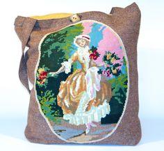 friedchensshop.dawanda.com: Die Tasche ist aus braunmelierter Wolle und auf der Vorderseite ist ein großes Medaillon mit einem Burgfräulein aufgenäht. Dieses Gobelin Bild ist...