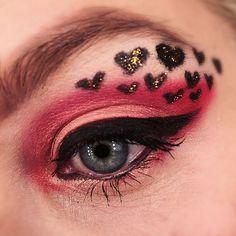 Hearts of gold 👑👑👑 #hearts #mua #makeup #blueeyes #eyeshadow #blogger #motd #lotd #valentines #valentinesmakeup #heartmakeup #liner #eyeliner #eyebrows #browsonfleek #fun #instadaily #beauty