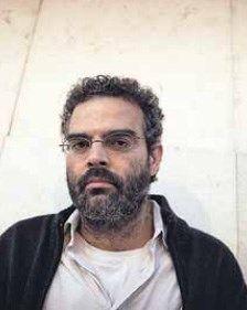 Gonçalo M. Tavares (M. de Manuel) é um escritor português, tem 40 anos, é considerado o melhor da sua geração