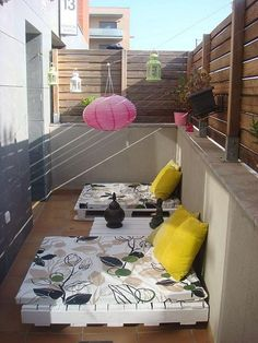 pallet lounge mats | pallet sofa lounge | Decorar el balcón con césped…                                                                                                                                                                                 Más