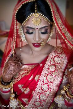 Traditional bengali bride. http://www.maharaniweddings.com/gallery/photo/100781