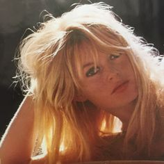 Can smell summer in this image of #BrigitteBardot . Backlight on hair is so…