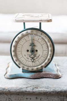 Old Kitchen, Country Kitchen, Kitchen Sink, Old Scales, Weight Scale, Miss Mustard Seeds, Antique Bottles, Vintage Farmhouse, Vintage Pictures