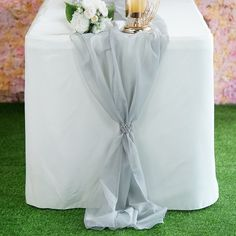 Discounted chiffon Table Runner, Table Covers, Table Skirts and Overlays are available at Tablecloths Factory. Try our elegant Table Decorations and Accessories to accentuate your wedding or reception tables. Wedding Hair Side, Chic Wedding, Wedding Details, Summer Wedding, Wedding Rings, Guest Book Table, A Table, Wood Table, Entrance Table