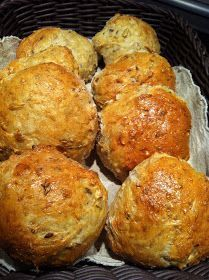 Evas Køkken: Grov go´e boller Lunch Box Recipes, Snack Recipes, Baking Recipes, Cake Recipes, Danish Food, Bread Bun, Fabulous Foods, Bread Baking, Healthy Foods