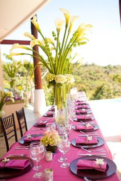 Pink tropical wedding. Photography by abritandablonde.com
