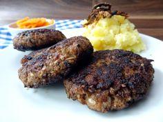 Rezept für bayrische Fleischpflanzerl mit selbstgemachtem Kartoffelpüree und Karottengemüse.
